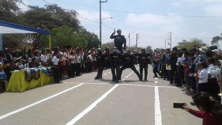 Policía Canina y Robocops deleitaron en aniversario de colegio