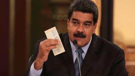 Venezuela inicia proceso de reconversión monetaria con apagón electrónico y negocios cerrados