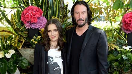 Winona Ryder bromea con la posibilidad de estar casada con Keanu Reeves desde 1992