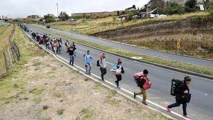 Venezolanos desafían el frío y el hambre en su camino hacia Perú