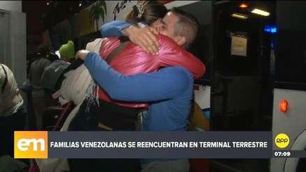 Familias venezolanas se reencuentran en los terminales terrestres de Lima
