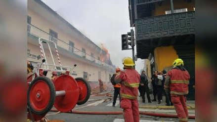 Pilotos de carreras apoyan a bomberos de Trujillo