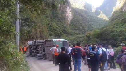 Reportan heridos tras vuelco de bus turístico en vía a Machupicchu