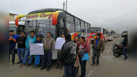 Microbuseros protestan por falta de permiso de circulación en Trujillo