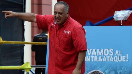 Cabello dice que fotos de venezolanos caminando en carreteras son parte de una campaña armada contra Maduro