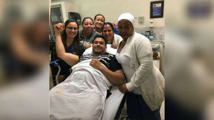El salsero Jerry Rivera se cayó durante un concierto en Ecuador, pero ya se recupera [VIDEO]