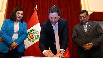 Daniel Salaverry firmó autógrafa que modifica CTS para trabajadores de EsSalud