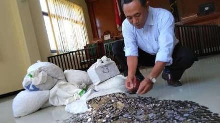 Hombre pagó indemnización de más de US$ 10 mil a su exesposa con 890 kilos de monedas