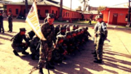 """Soldado fue hospitalizado luego de recibir paliza por """"no cantar fuertemente"""" el himno nacional"""