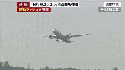 El peligroso balanceo de un avión al intentar aterrizar en medio de un tifón en Japón