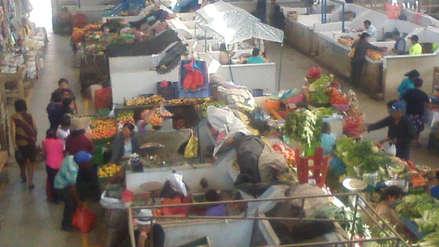 Comerciantes se quejan del exceso de palomas en mercado de Jayanca