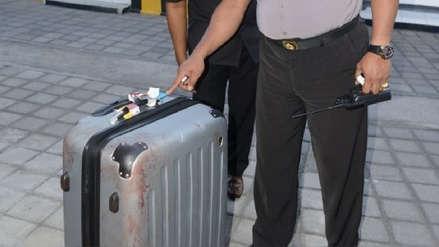 Un profesor de Hong Kong es acusado de matar a su esposa y colocarla dentro de una maleta