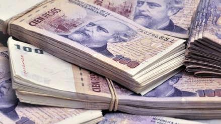 Peso argentino cae 18.8 por ciento pese a alza de tasa de interés