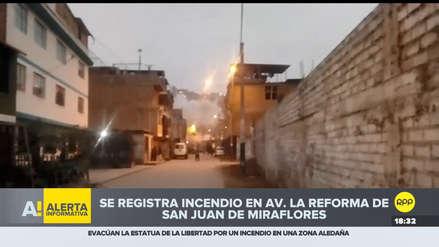Un incendio consumió un almacén de reciclaje en San Juan de Miraflores