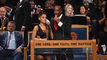 Aretha Franklin: El polémico abrazo a Ariana Grande del Obispo que ofició el funeral [VIDEO]