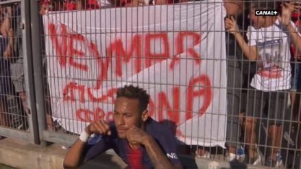 Neymar anotó en la victoria del PSG y lo celebró junto a hinchas que lo llamaron