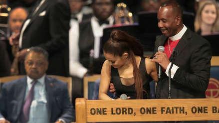 Obispo que ofició el funeral de Aretha Franklin se disculpa con Ariana Grande