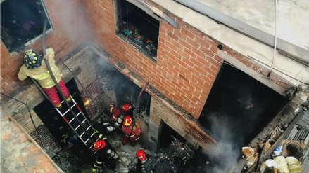 Incendio en antigua casona provocó temor en vecinos de Barrios Altos