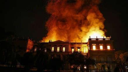 Un gran incendio consume el Museo Nacional de Río de Janeiro