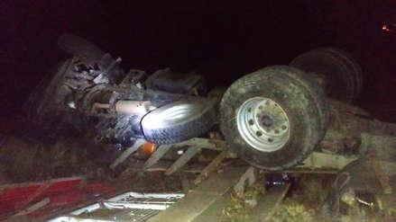Dos muertos y un herido de gravedad en accidente vehicular en el ande