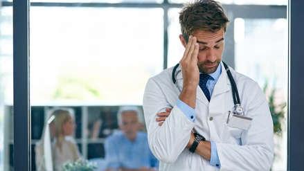 """""""Médicos quemados"""": así es el agotamiento mental que afecta a los profesionales de la salud y sus pacientes"""