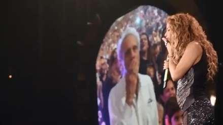 Shakira interrumpió su concierto para celebrar el cumpleaños de su padre [VIDEO]
