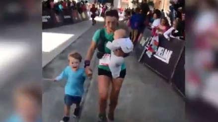 Video   Mujer completó intensa maratón en montaña tras detenerse para amamantar a su bebé