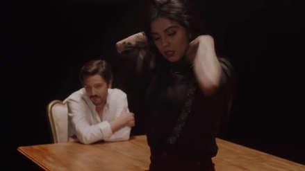 Así reaccionó Camila Sodi al beso de Diego Luna y Mon Laferte en videoclip