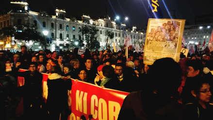 Ciudadanos marcharon por el centro de Lima y exigieron la salida de Pedro Chávarry
