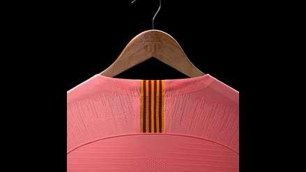 5a29647f58 Barcelona se vistió de rosado en la presentación de su tercera camiseta