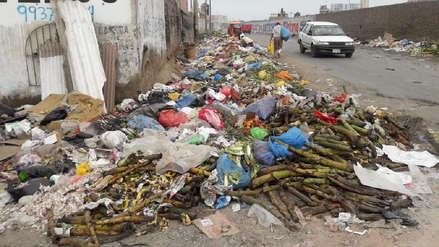 Persiste arrojo de basura alrededor de mercado La Hermelinda