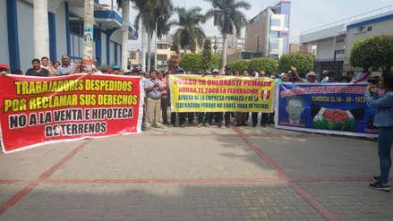 Jubilados de empresa Pomalca protestan pidiendo administración judicial