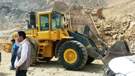 Puno: Hallan excavadora del gobierno regional en intervención a minería informal