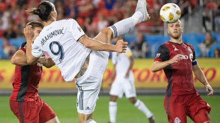 Con una acrobática definición, Zlatan Ibrahimovic anotó su gol número 500