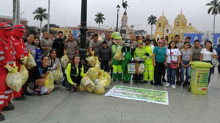 Soldados apoyan labores de limpieza de las calles de Trujillo