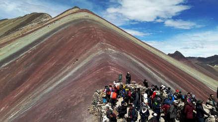 Enfrentamiento entre campesinos cerca a la Montaña Siete Colores dejó decenas de heridos