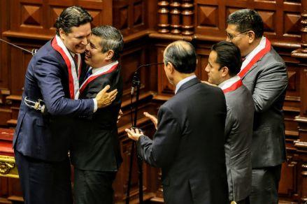 Referéndum: El 68% de peruanos votaría a favor de la no reelección de congresistas