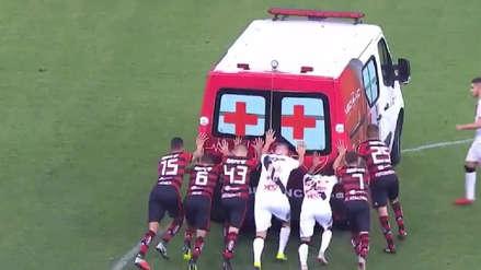 Jugadores del Flamengo y el Vasco da Gama empujaron ambulancia que se quedó varada en la cancha