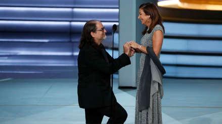Emmy 2018: Director del Oscar sorprende a su novia y le propone matrimonio en vivo [FOTOS Y VIDEO]