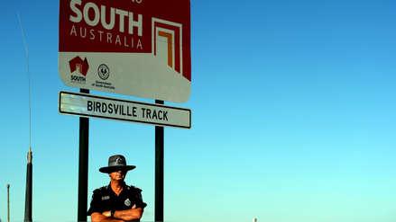 Conoce al policía más solitario de Australia que trabaja en un inmenso desierto