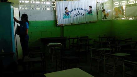 La crisis en Venezuela golpea la educación: aulas lucen casi vacías en el inicio de clases