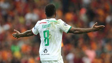 Jefferson Farfán tuvo una clara chance para anotar de cabeza ante Galatasaray