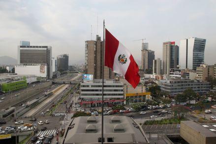 Choque entre Gobierno y Congreso no afecta desempeño de economía peruana