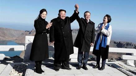 Kim Jong-un y Moon Jae-in cerraron su tercera cumbre con un simbólico encuentro