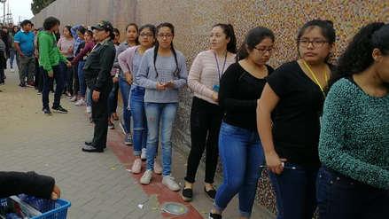 Postulantes a UNT llegan a última hora para rendir examen