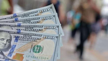 Tipo de cambio del dólar cierra este lunes al alza