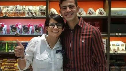 """""""Carlitos me conmovió"""": habla la mujer que publicó el CV escrito a mano del joven que logró conseguir trabajo"""