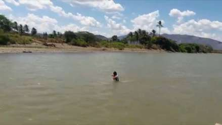 Hombres cruzaron a pie el río Marañón por su caudal más bajo desde el 2005