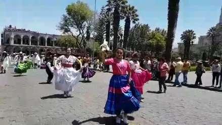 Video | Realizan pasacalle por el Día Mundial del Turismo en Arequipa