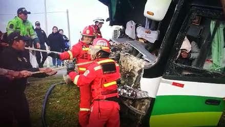 Al menos ocho muertos y 50 heridos tras la caída de un bus a un abismo en Chanchamayo